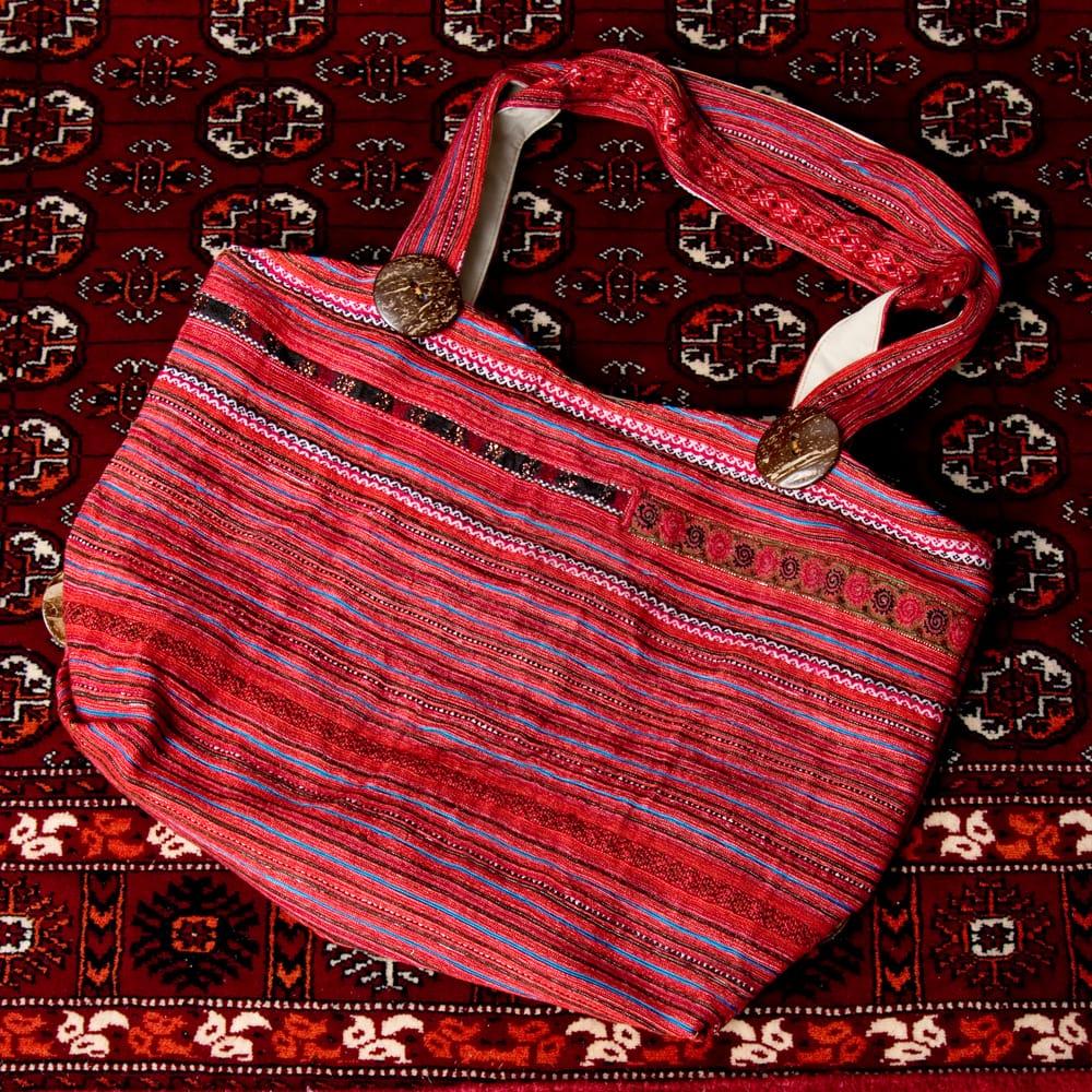 モン族刺繍 ビッグボタンのトートバッグ 15 - 【選択:C】赤系