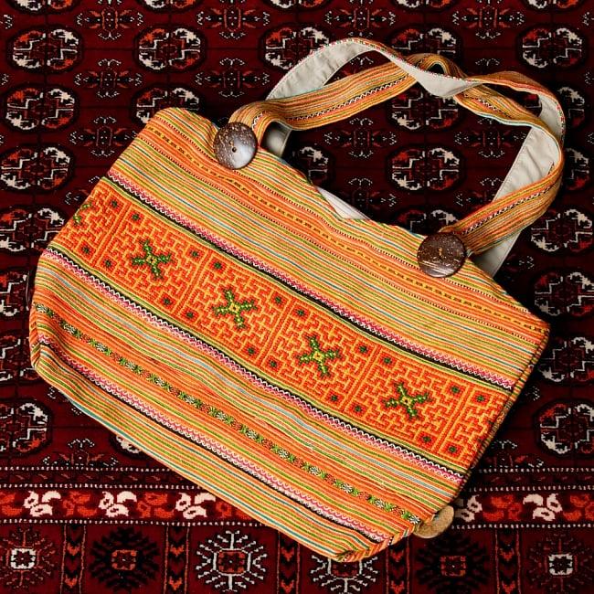 モン族刺繍 ビッグボタンのトートバッグ 16 - 【選択:D】オレンジ系