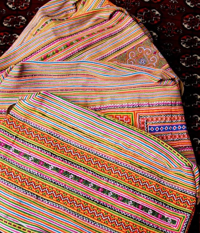 モン族刺繍 ビッグボタンのトートバッグ 17 - ハンドメイドなので、このように基本的な雰囲気は同じですが、刺繍のパターンなどは異なります。