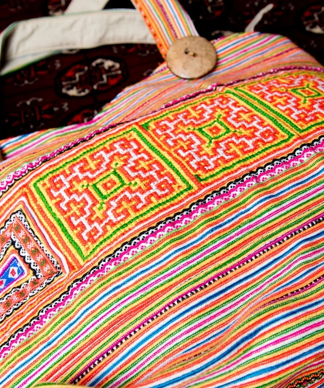 モン族刺繍 ビッグボタンのトートバッグ 7 - 刺繍がキレイです