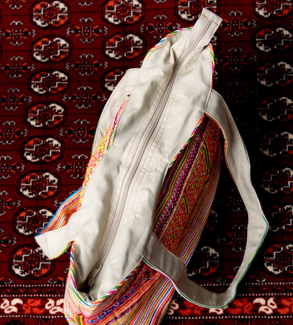 モン族刺繍 ビッグボタンのトートバッグ 8 - 上部からの写真です