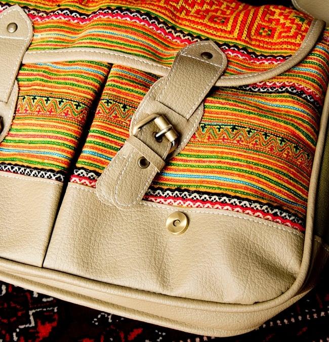 モン族刺繍とレザーのショルダーバッグ 10 - スナップボタンで開け締めも楽