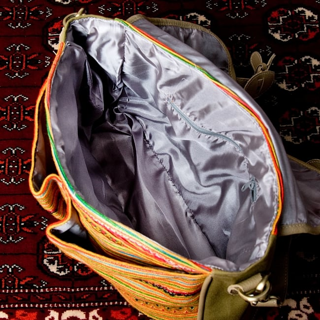 モン族刺繍とレザーのショルダーバッグ 13 - キレイに内張りがされています