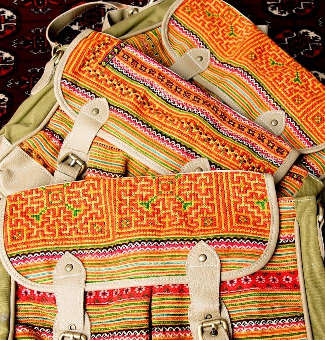 モン族刺繍とレザーのショルダーバッグ 19 - ほとんど同じ雰囲気ですが、このように刺繍のパターンなどはハンドメイドなので、それぞれ異なっております。