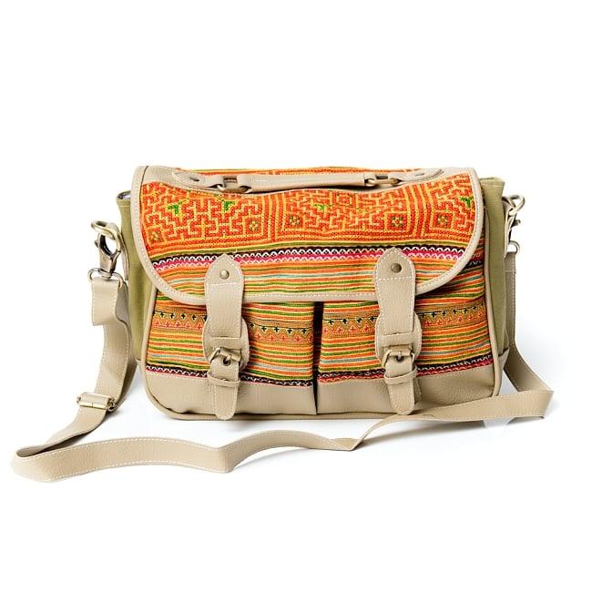 モン族刺繍とレザーのショルダーバッグ 2 - 前面からの写真です