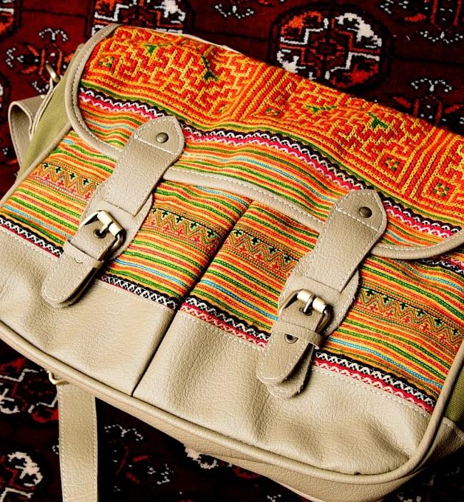 モン族刺繍とレザーのショルダーバッグ 4 - レザーと刺繍の相性が良いです