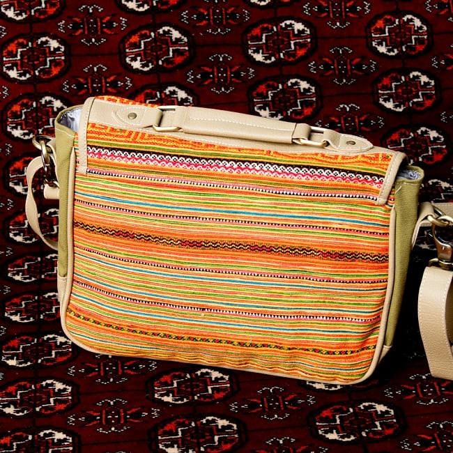 モン族刺繍とレザーのショルダーバッグ 6 - 後ろからの写真です