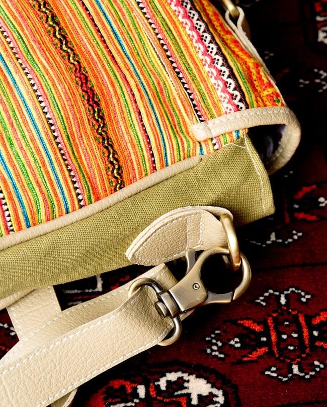 モン族刺繍とレザーのショルダーバッグ 7 - 付け根もしっかり