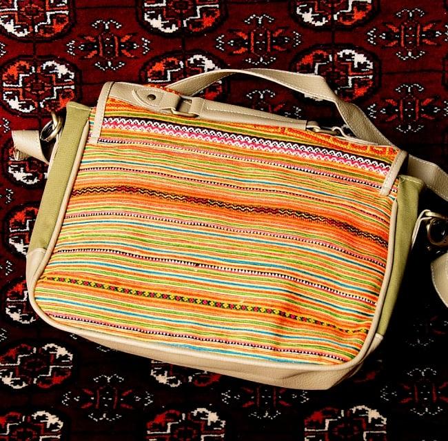 モン族刺繍とレザーのショルダーバッグ 8 - キレイな刺繍