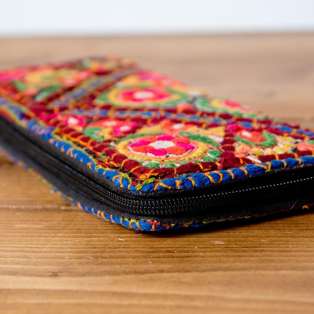 【1点物】カッチ刺繍の長財布 3 - 横から撮影しました