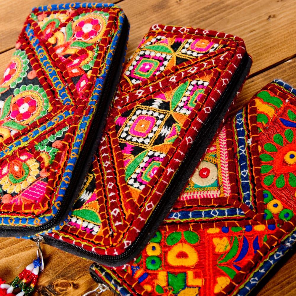 【1点物】カッチ刺繍の長財布 5 - この様にデザインが異なります