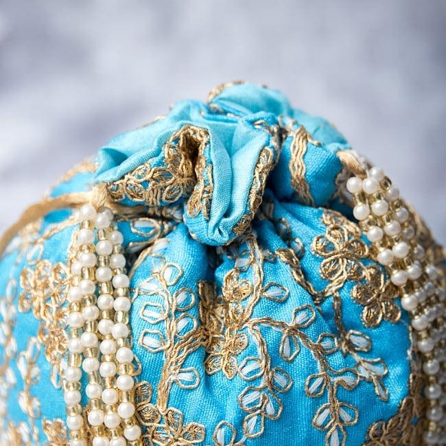 インドのきらきらミニバッグ・サリー等へオススメの巾着 - 水色 4 - 開口部は両サイドの紐で絞るタイプです!
