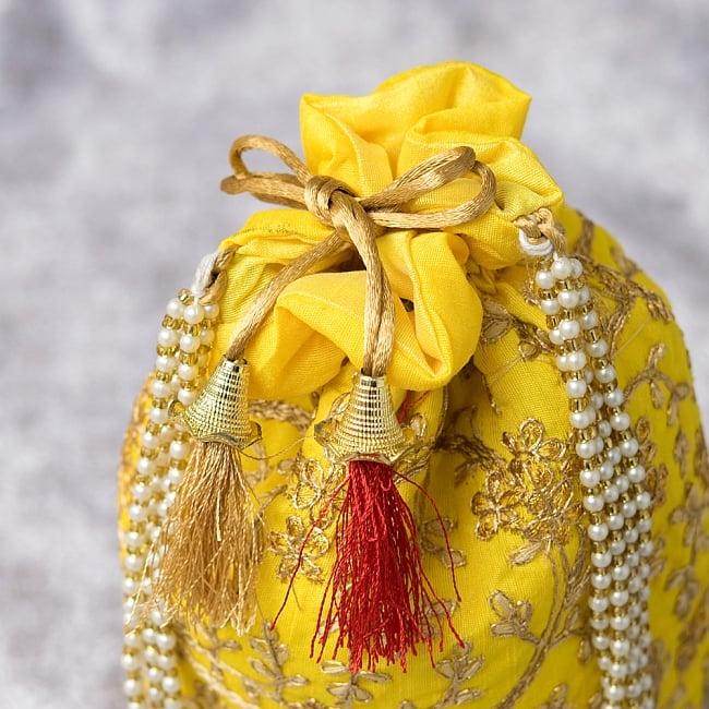 インドのきらきらミニバッグ・サリー等へオススメの巾着 - イエロー 4 - 開口部は両サイドの紐で絞るタイプです!