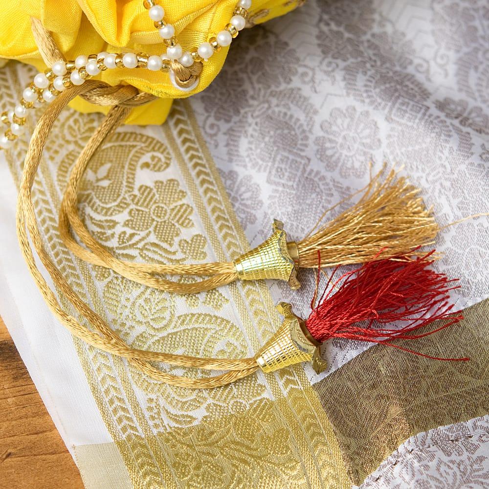 インドのきらきらミニバッグ・サリー等へオススメの巾着 - イエロー 6 - 紐にはとっても可愛い飾りが付いています!