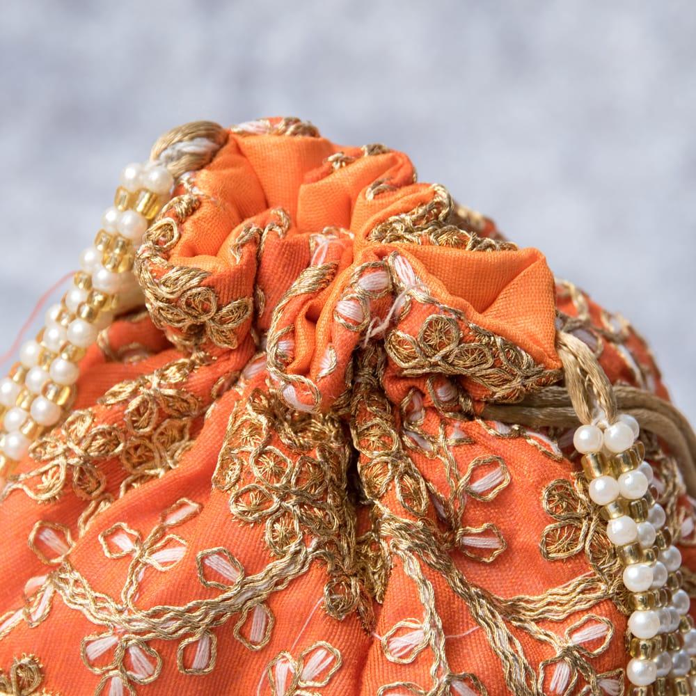インドのきらきらミニバッグ・サリー等へオススメの巾着 - オレンジ 4 - 開口部は両サイドの紐で絞るタイプです!
