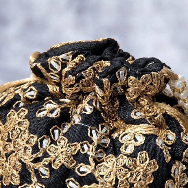 インドのきらきらミニバッグ・サリー等へオススメの巾着 - ブラック 4 - 開口部は両サイドの紐で絞るタイプです!
