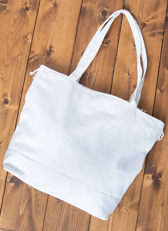 ブロックプリントのインド綿トートバッグ 13 - どのデザインでも、裏面は白一色になっています。