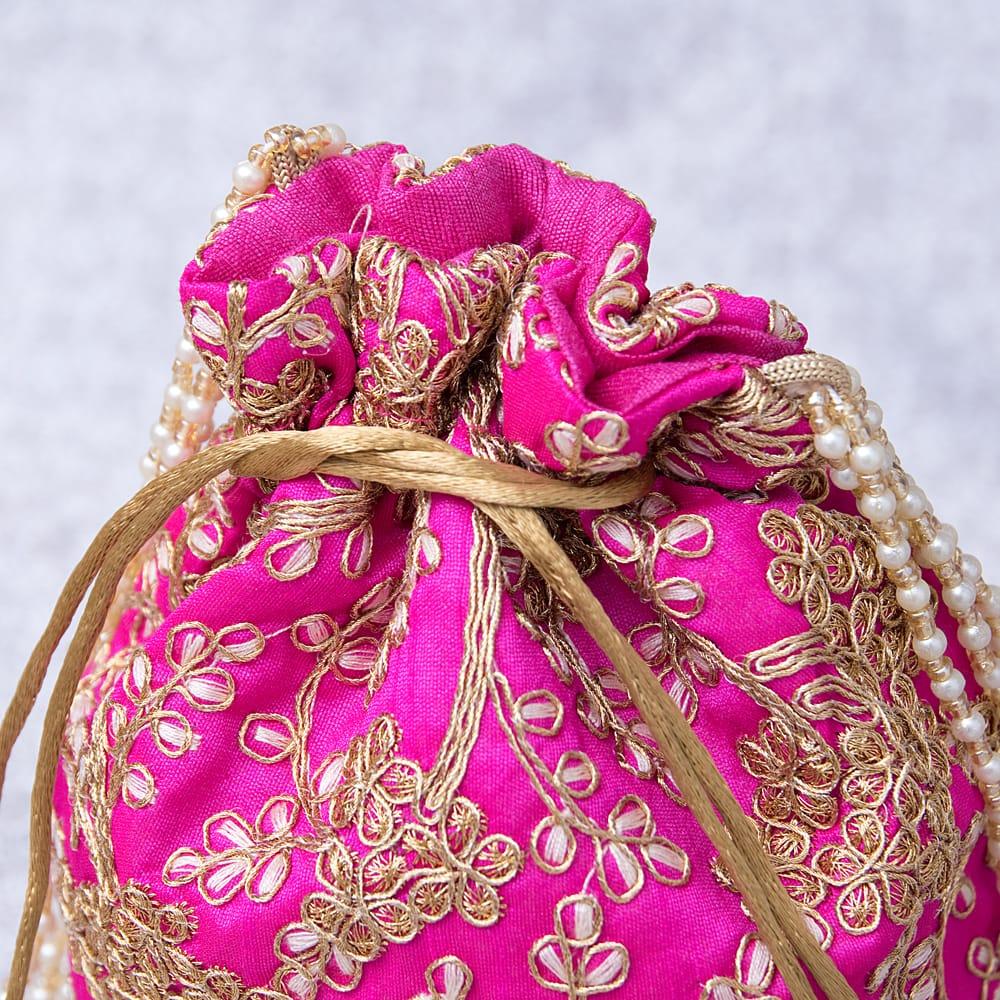 インドのきらきらミニバッグ・サリー等へオススメの巾着 - マゼンタ 4 - 開口部は両サイドの紐で絞るタイプです!