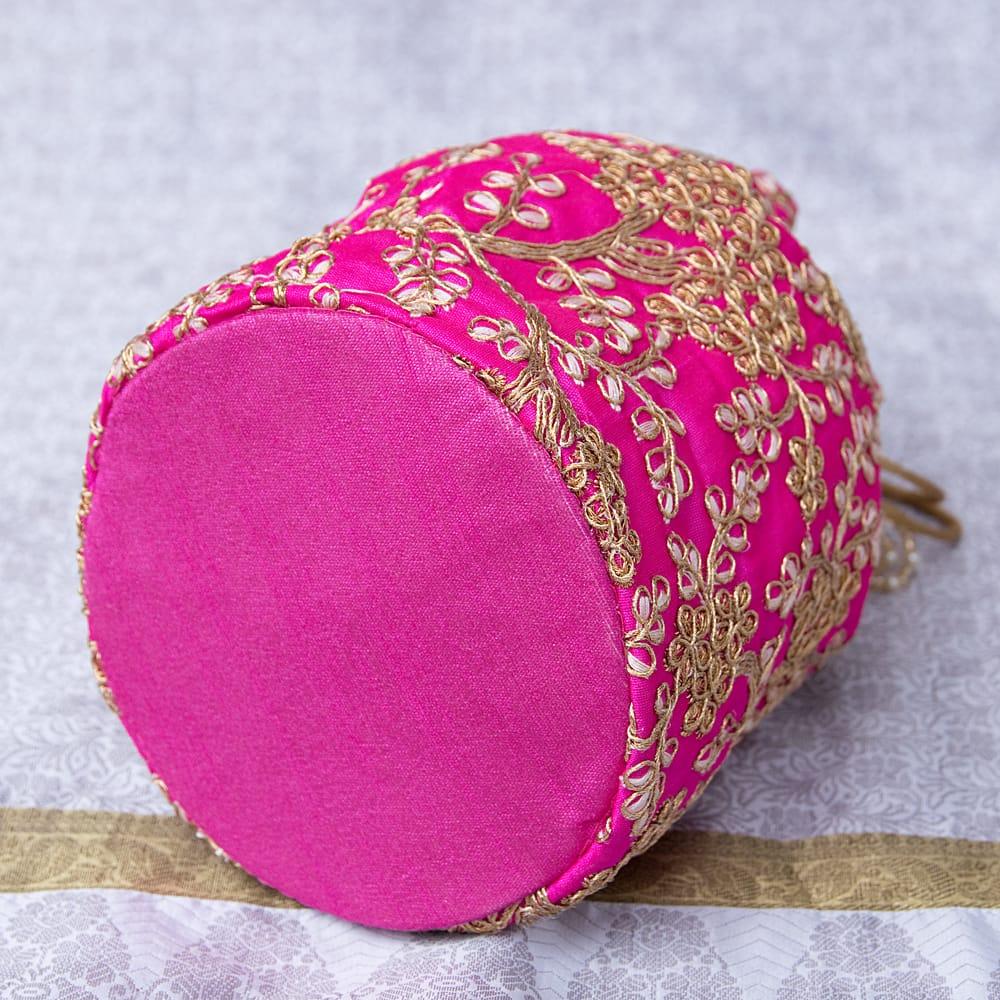 インドのきらきらミニバッグ・サリー等へオススメの巾着 - マゼンタ 5 - 底部分はこの様になっています!まんまるが可愛いです!