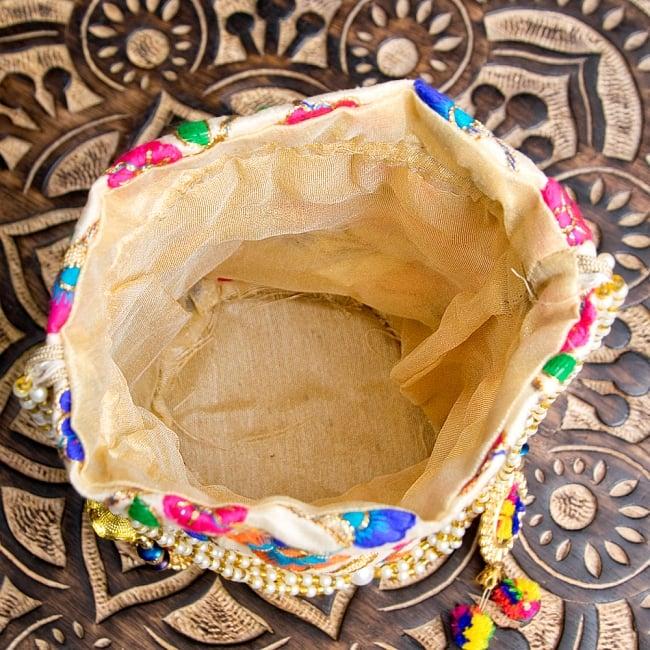インドのきらきらミニバッグ・サリー等へオススメの巾着 ゴールド&フラワー更紗刺繍系 10 - 中はこのようになっています
