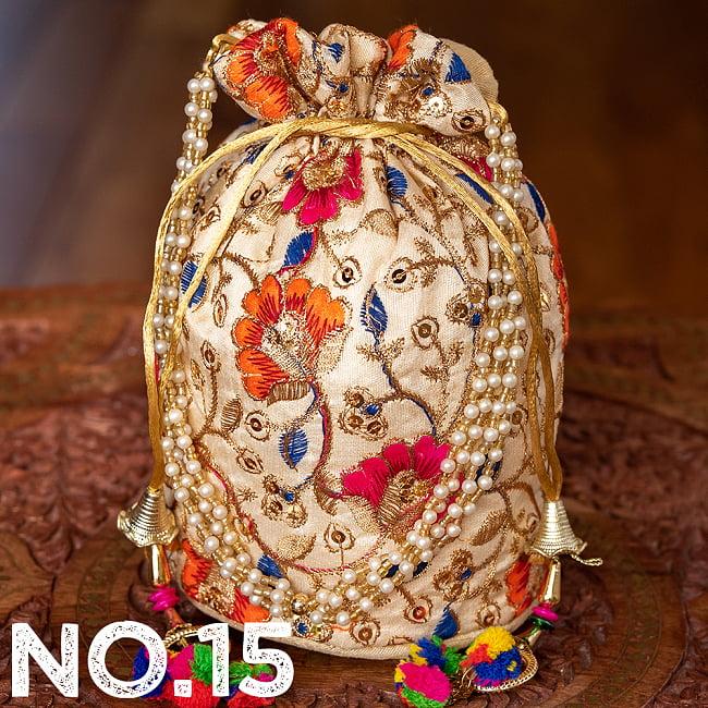 インドのきらきらミニバッグ・サリー等へオススメの巾着 ゴールド&フラワー更紗刺繍系 26 - 〔No.15〕はこのようなデザインになります