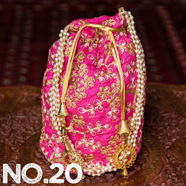 インドのきらきらミニバッグ・サリー等へオススメの巾着 ゴールド&フラワー更紗刺繍系 31 - 〔No.20〕はこのようなデザインになります