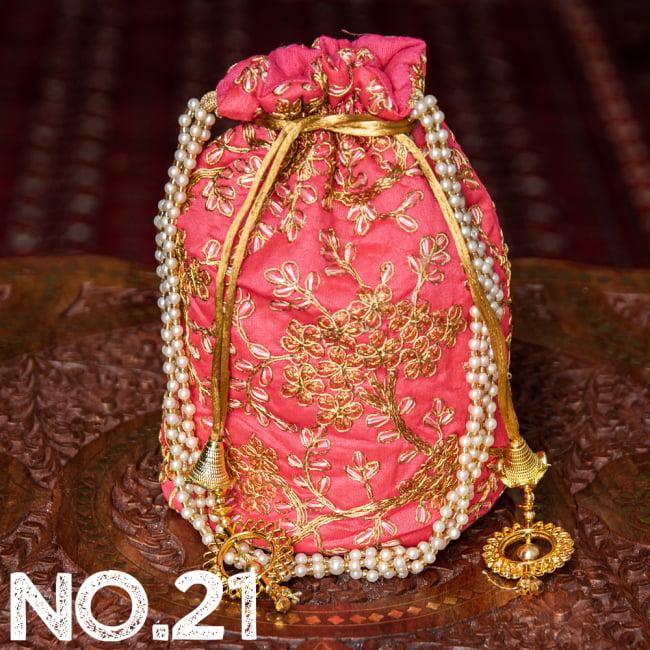 インドのきらきらミニバッグ・サリー等へオススメの巾着 ゴールド&フラワー更紗刺繍系 32 - 〔No.21〕はこのようなデザインになります