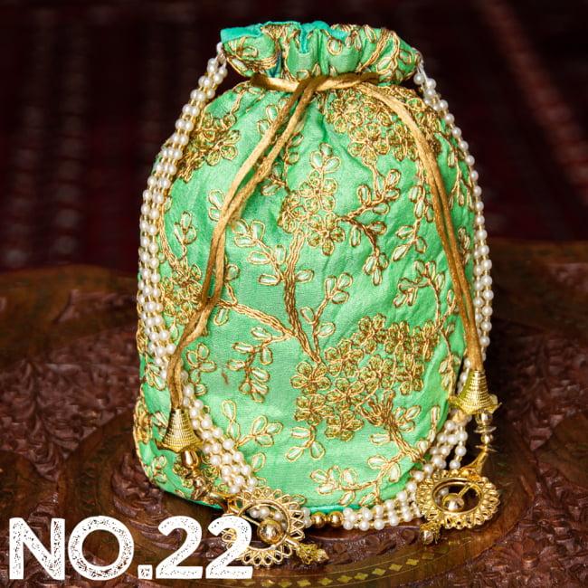 インドのきらきらミニバッグ・サリー等へオススメの巾着 ゴールド&フラワー更紗刺繍系 33 - 〔No.22〕はこのようなデザインになります