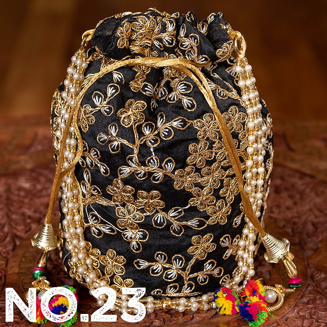 インドのきらきらミニバッグ・サリー等へオススメの巾着 ゴールド&フラワー更紗刺繍系 34 - 〔No.23〕はこのようなデザインになります