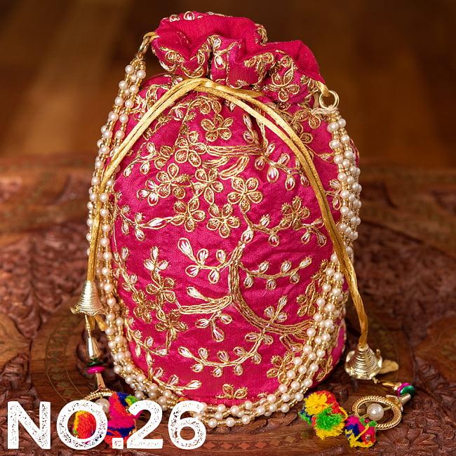インドのきらきらミニバッグ・サリー等へオススメの巾着 ゴールド&フラワー更紗刺繍系 37 - 〔No.26〕はこのようなデザインになります