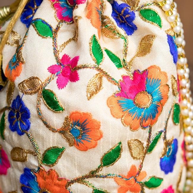 インドのきらきらミニバッグ・サリー等へオススメの巾着 ゴールド&フラワー更紗刺繍系 3 - 柄の部分をアップにしてみました。