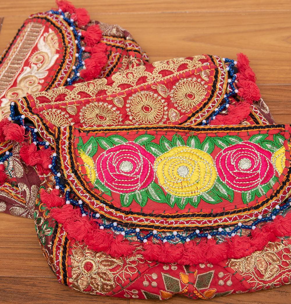 【赤系】選べるデザイン!カッチ刺繍のスクエアポシェット 2 - 鮮やかな刺繍で施されたポシェットは世界で一つだけ。