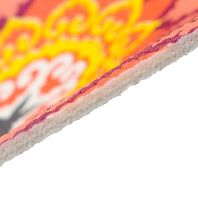 エスニック インド マンダラ柄ヨガマット(5mm) - ピンク・オレンジ 4 - マットの厚みは使い勝手の良い5mmです