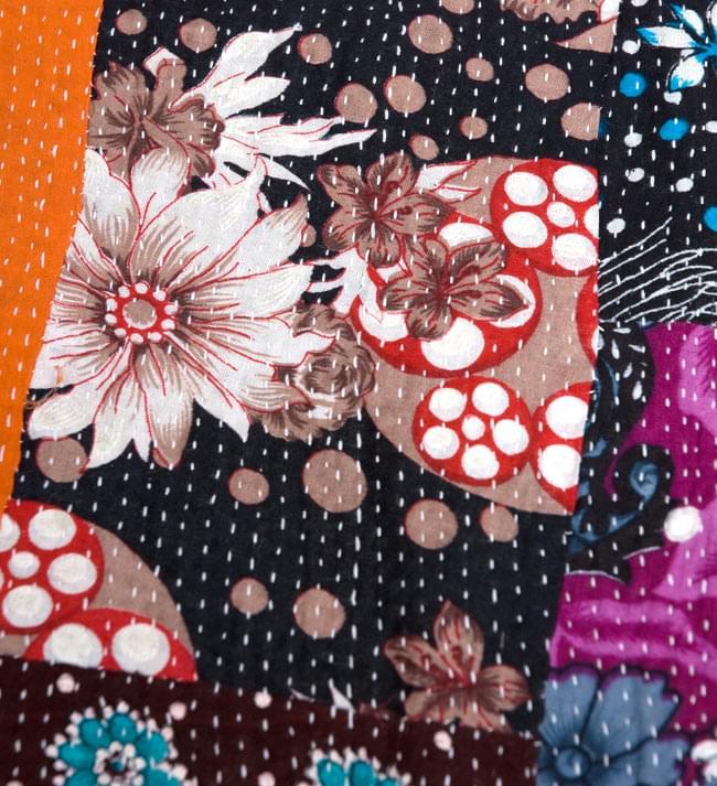 【インドのパッチワーク】ラリーキルトの大判マルチクロス【約160cm×約230cm】の写真3 - パッチワークの色合いと刺し子の縫い目が美しいですね。