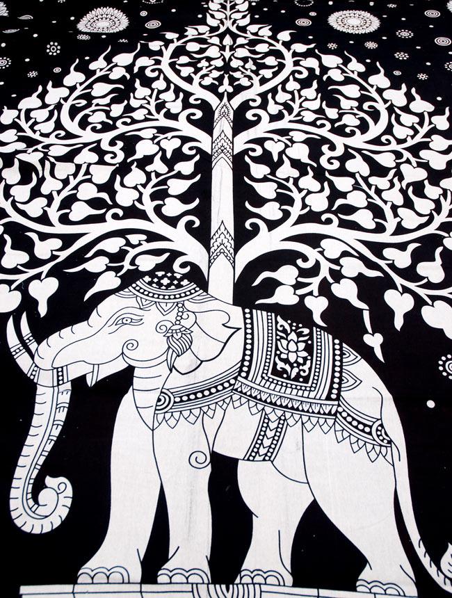 マルチクロス - 象と生命の木【約205cm×約230cm】の写真2 - 中心部分の拡大写真です。とても迫力があるデザインです。