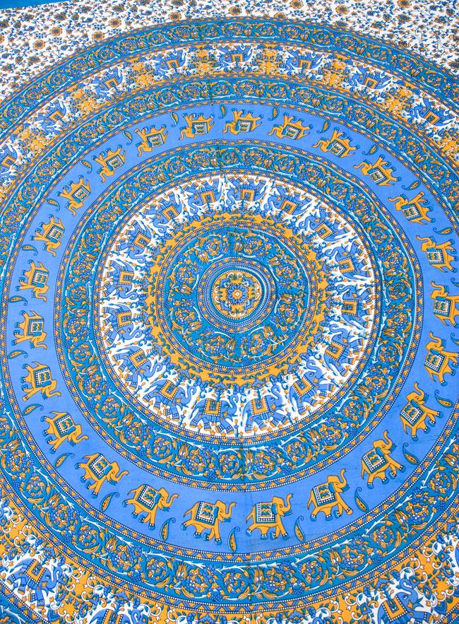 マルチクロス - 円形 象【約205cm×約230cm】 2 - 中心部分の拡大写真です。とても迫力があるデザインです。