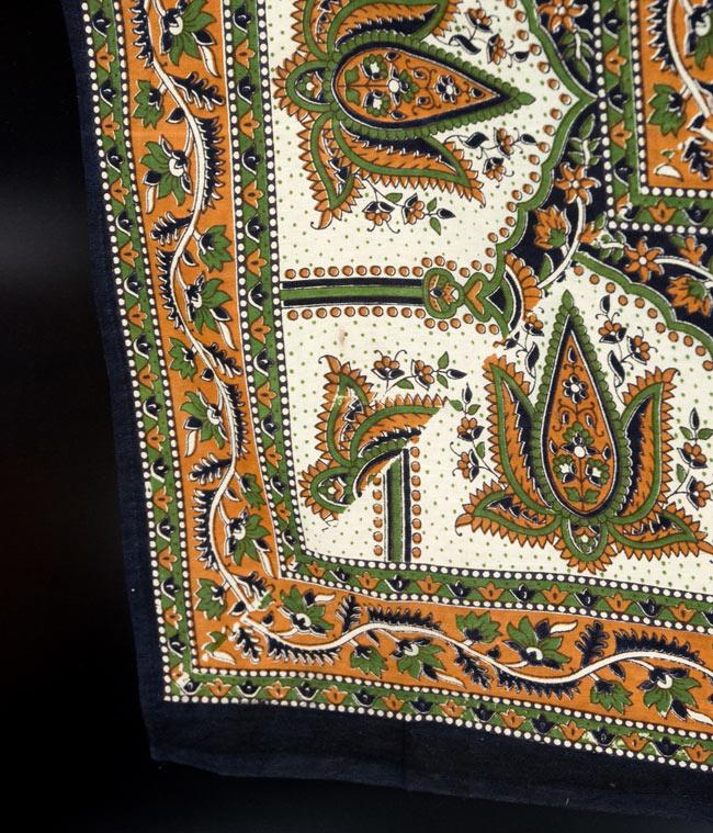 マルチクロス - 円形 唐草【約205cm×約230cm】の写真3 - 縁部分の写真です