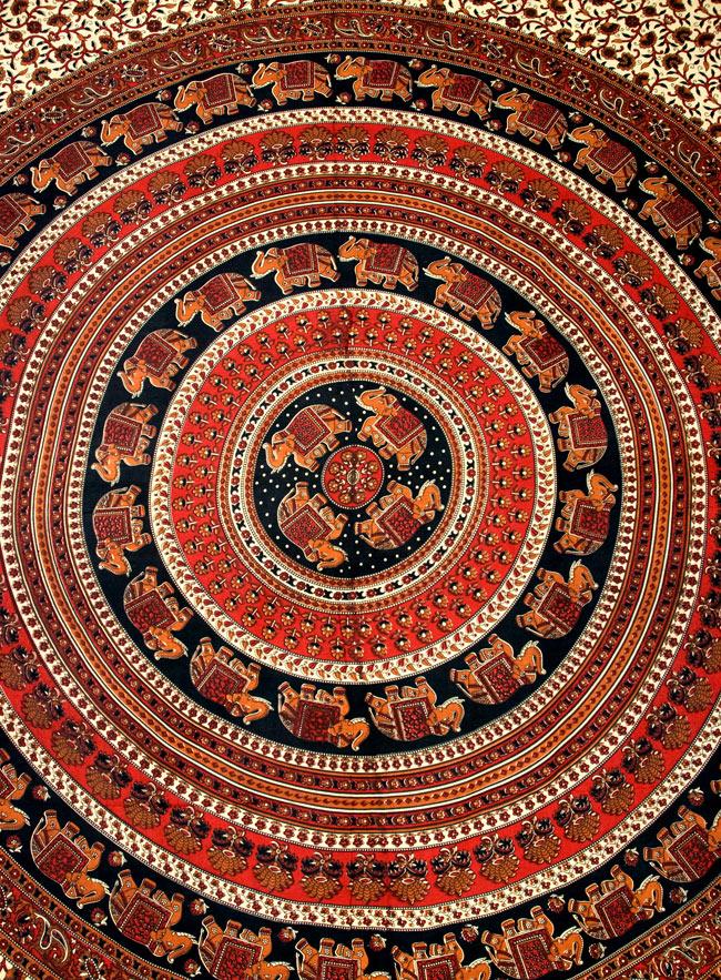 マルチクロス - 円形 唐草【約205cm×約230cm】 2 - 中心部分の拡大写真です。とても迫力があるデザインです。