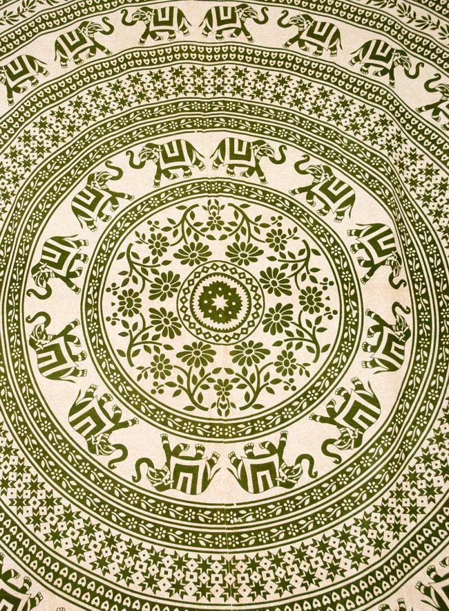 マルチクロス - 円形 象【約200cm×約230cm】の写真2 - 中心部分の拡大写真です。とても迫力があるデザインです。