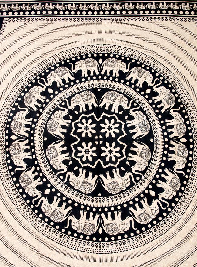 マルチクロス - 円形 象【約205cm×約225cm】 2 - 中心部分の拡大写真です。とても迫力があるデザインです。