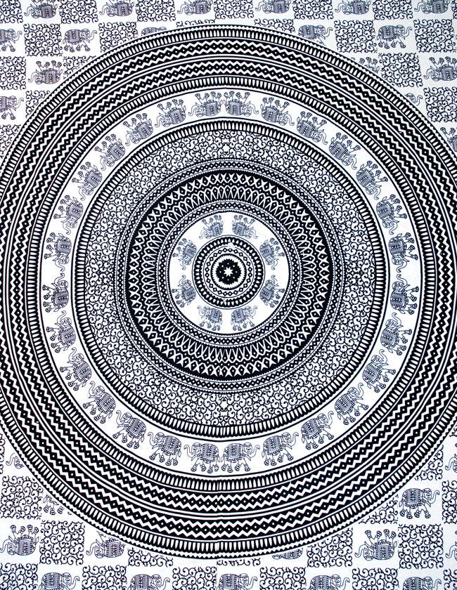 マルチクロス - 円形 象【約205cm×約220cm】 2 - 中心部分の拡大写真です。とても迫力があるデザインです。