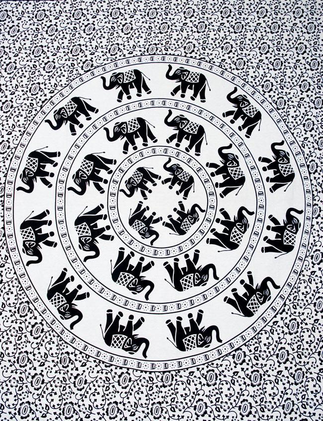 マルチクロス - 円形 象【約205cm×約220cm】の写真2 - 中心部分の拡大写真です。とても迫力があるデザインです。