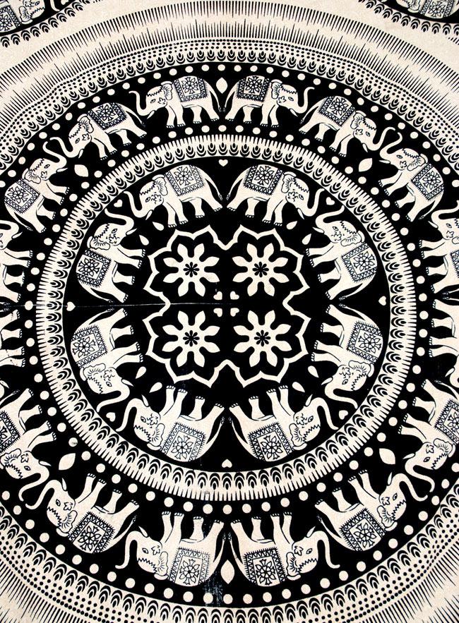 マルチクロス - 円形 象【約200cm×約130cm】 2 - 中心部分の拡大写真です。とても迫力があるデザインです。