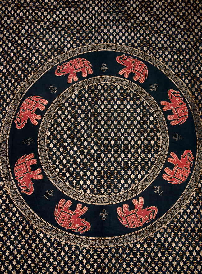 マルチクロス - 円形 象【約210cm×約130cm】の写真2 - 中心部分の拡大写真です。とても迫力があるデザインです。