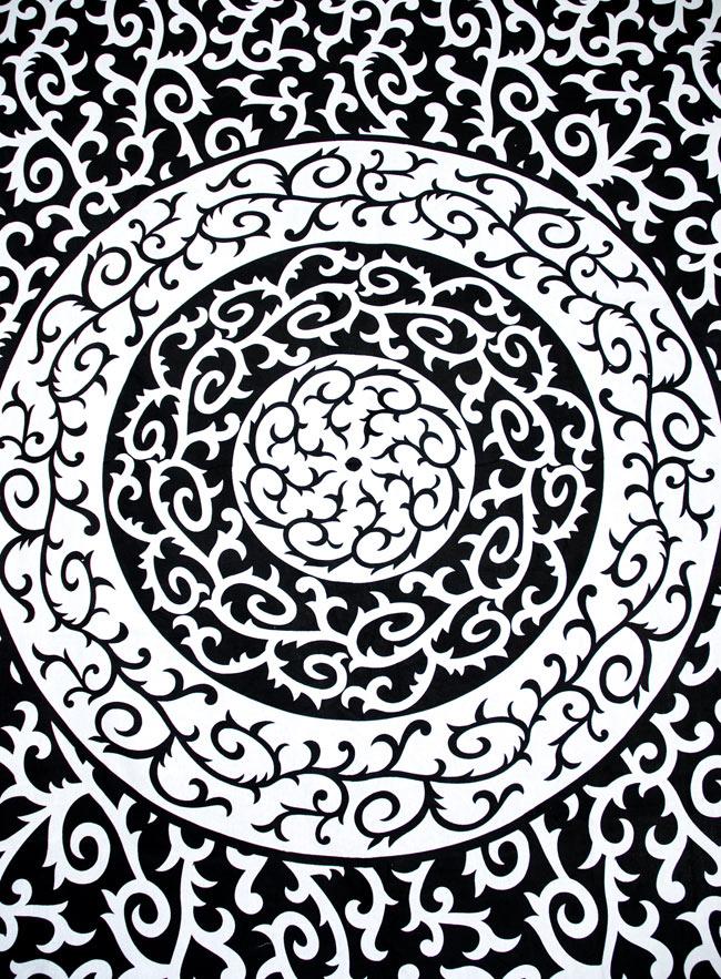 マルチクロス - 円形 唐草【約200cm×約130cm】 2 - 中心部分の拡大写真です。とても迫力があるデザインです。