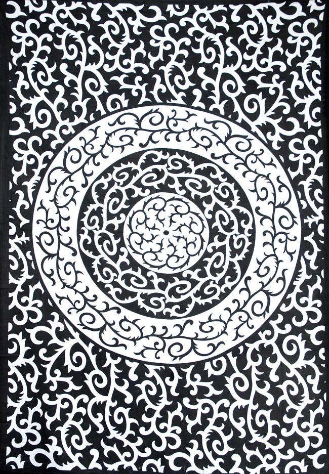 マルチクロス - 円形 唐草【約200cm×約130cm】の写真