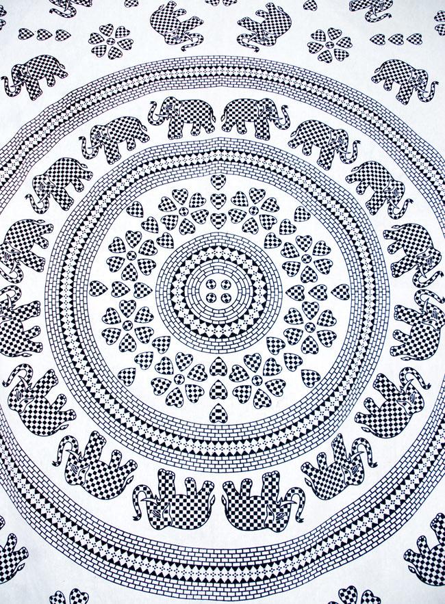 マルチクロス - 円形 象【約200cm×約130cm】の写真2 - 中心部分の拡大写真です。とても迫力があるデザインです。