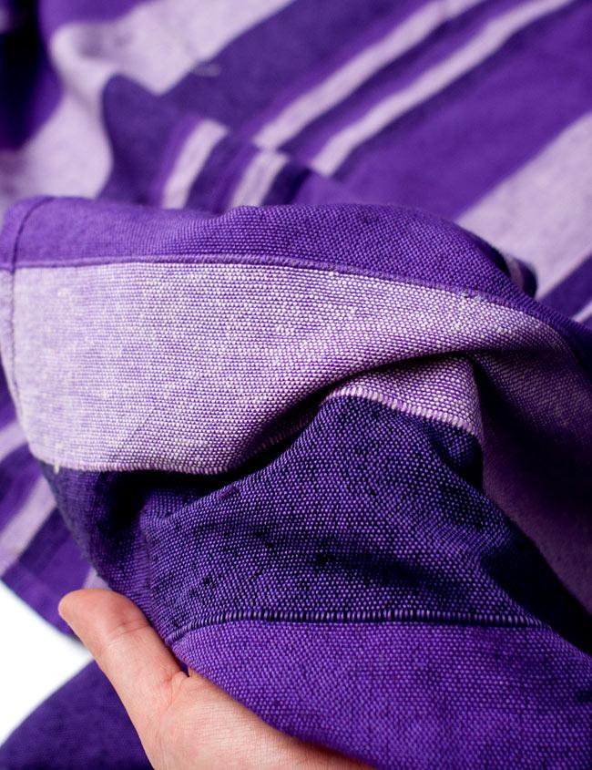 〔235cm×150cm〕カディコットン風マルチクロス - ストライプ柄 紫 5 - 生地の拡大写真です。生地を節約するために薄く作られていて簡単に透けてしまう物もありますが、こちらは厚手でしっかりしているので長く使えそうです。
