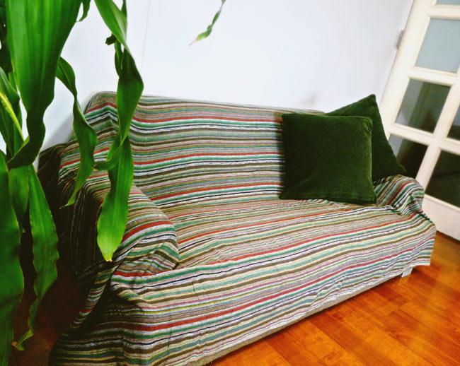 〔235cm×150cm〕カディコットン風マルチクロス - ストライプ柄 白×薄緑 9 - 2.5人掛けのソファー(W1430×H530×D770)での使用例です。