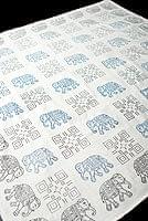 〔約110cm×110cm〕ウッドブロックのスクエア型テーブルクロス - 生成り 象さん柄